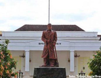 Patung Pak Dirman DPRD DIY