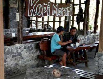 Ngopi Asyik Sambil Memandang Gunung Merapi