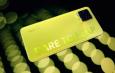 realme 8 Pro Illuminating Yellow Yang Bisa Berpendar Dalam Gelap