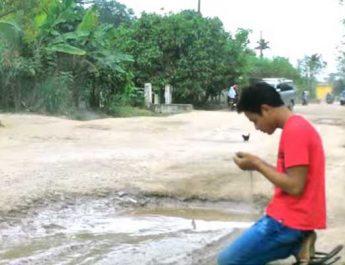 Jalanku Hancur Seperti Kolam Ikan