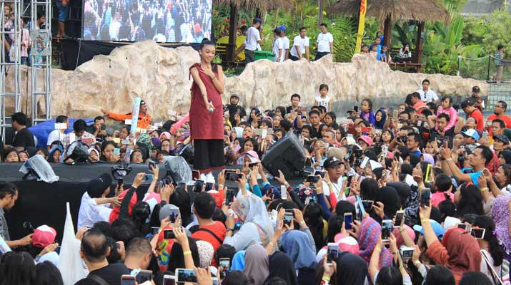 Konser Naura di Jogja Bay Waterpark