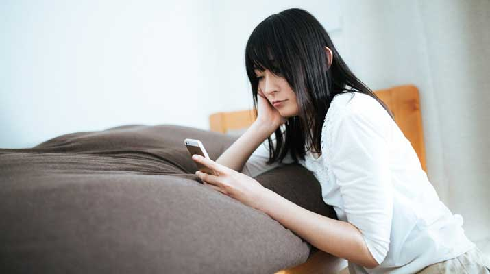 Cewek dan Smartphone